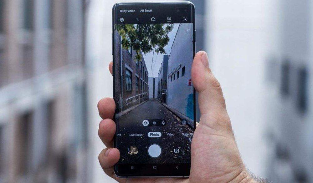 Samsung-Galaxy-s10-plus-Detail-02
